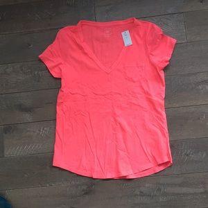 NWT Gap v neck T-shirt size m